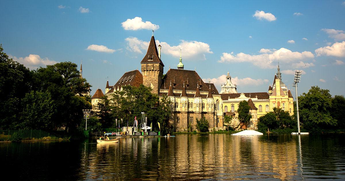 Vajdahunyad_Castle_In_Budapest
