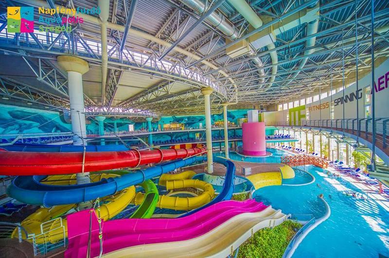 Napfényfürdő Aquapolis Szeged élményfürdő csúszdák