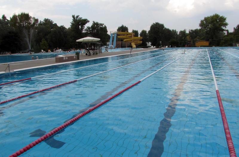 csepeli fürdő úszómedence