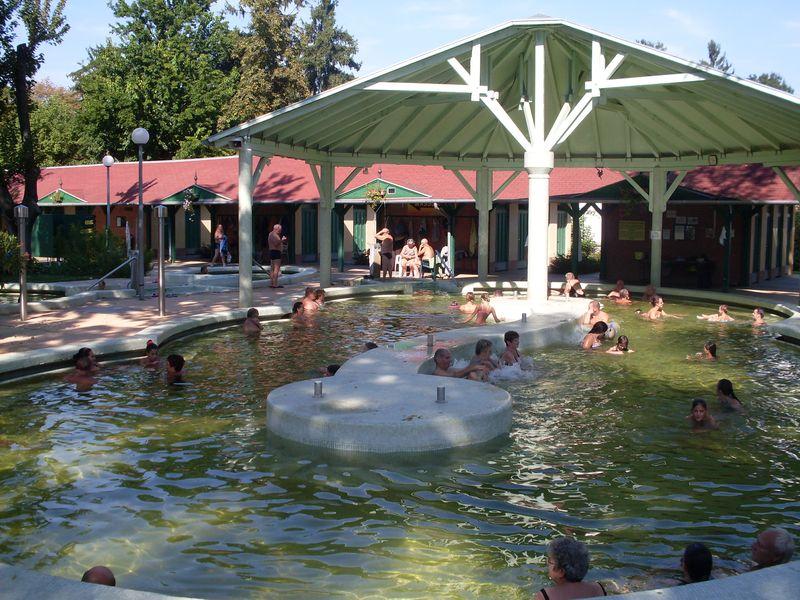 Szentesi Sport- és Üdülőközpont termálfürdő