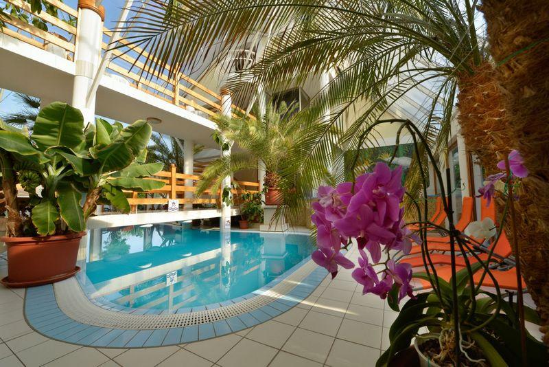 Wellness Hotel Kakadu Keszthely medence