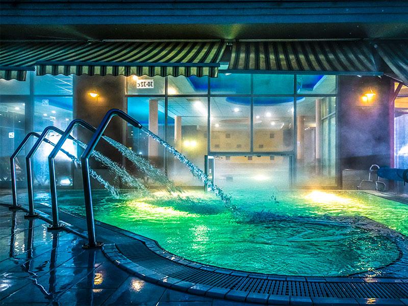 balneo-hotel-wellness-medence